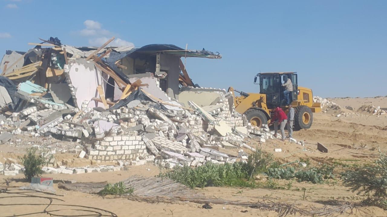 إزالة التعديات واستعادة 125 فدانا من أراضي الدولة بمدينة بئر العبد (1)