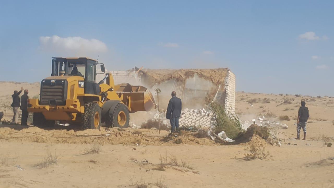 إزالة التعديات واستعادة 125 فدانا من أراضي الدولة بمدينة بئر العبد (7)