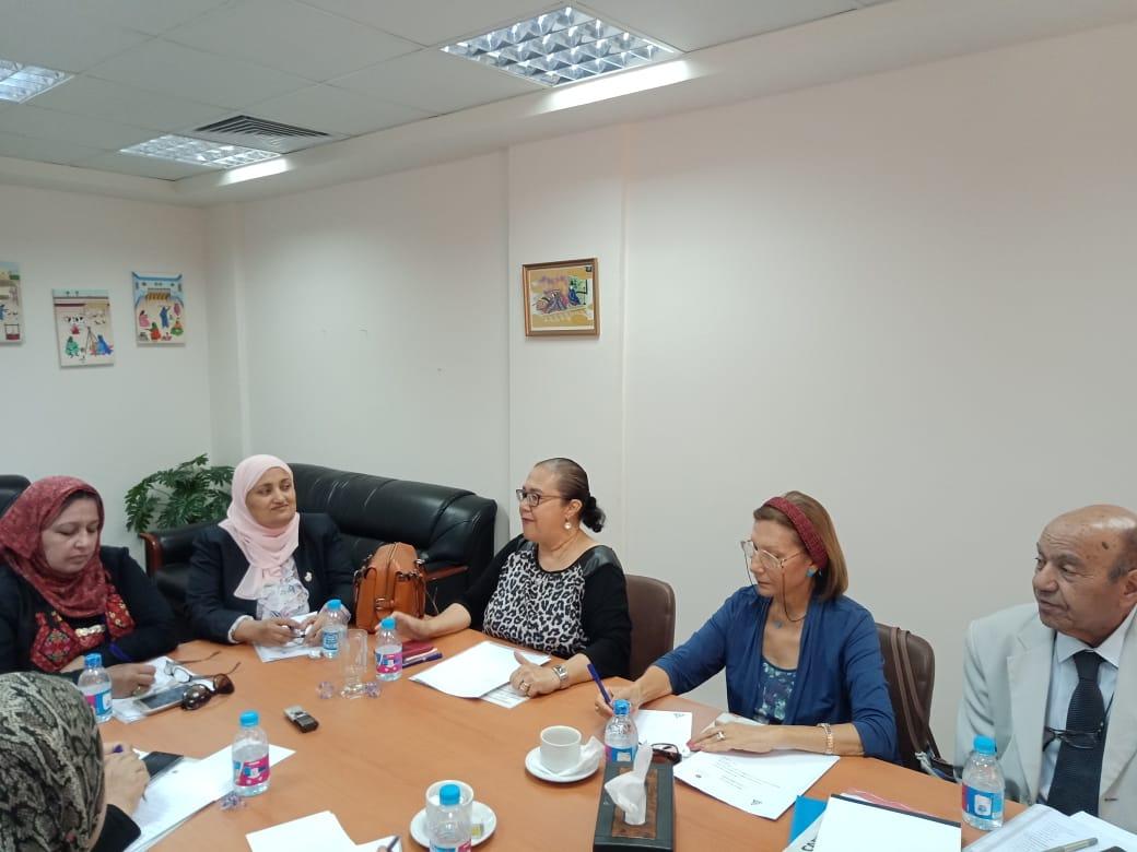 رئيس لجنة المحافظات بالقومي للمرأة (4)