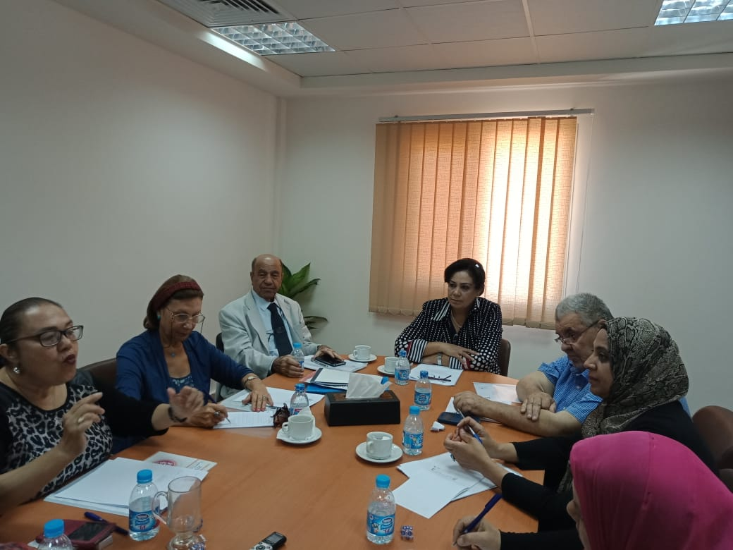 رئيس لجنة المحافظات بالقومي للمرأة (2)