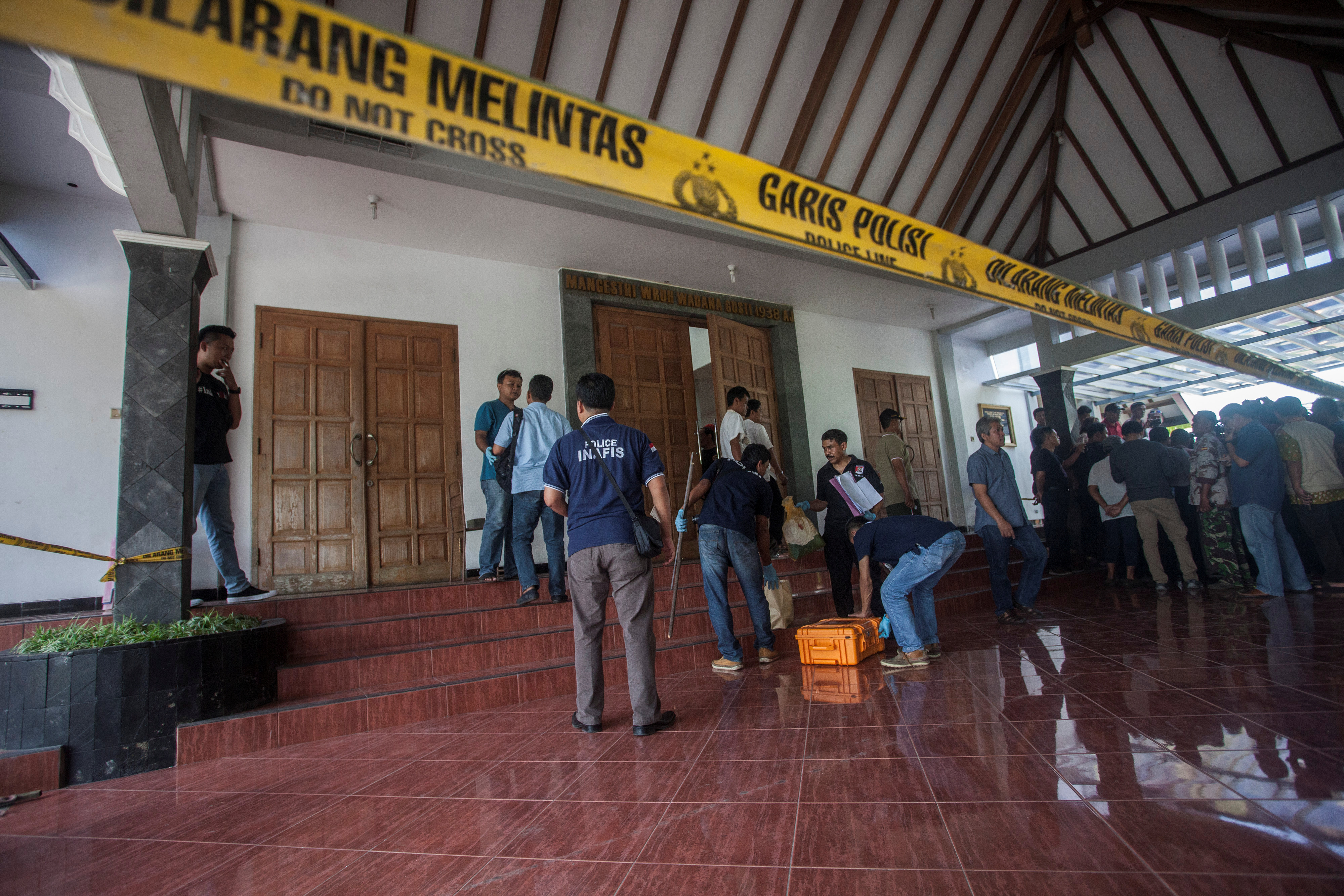 4498609-2018-02-11T061859Z_923197395_RC11C86E32A0_RTRMADP_3_INDONESIA-SECURITY