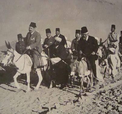 الملك فؤاد يتفقد أسوان راكبا الحمار