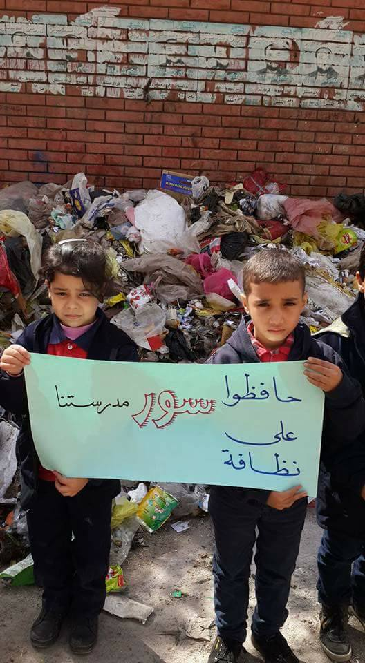 3- طلاب التحرير يطالبون برفع القمامة