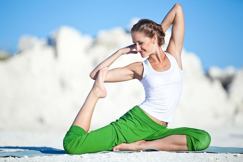 261-yoga-full-pigeon-woman-happy-smile-850x567