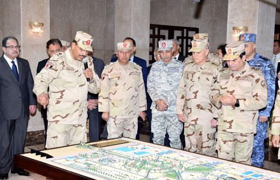 السيسي يزور مقر القيادة العامة بشرق القناة (3)