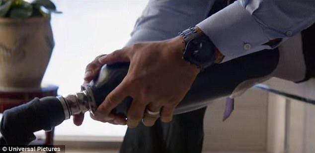 ذا روك حارس ناطحات السحاب فى فيلم Skyscraper  (2)