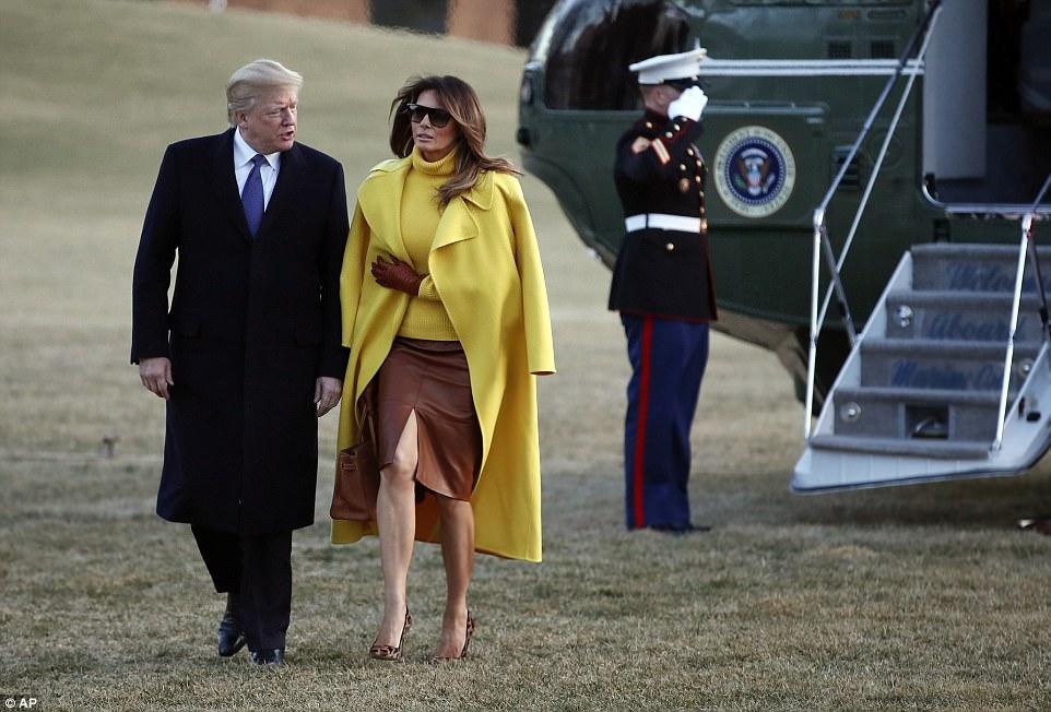 ميلانيا ترامب تنفض يد ترامب أمام العالم (13)
