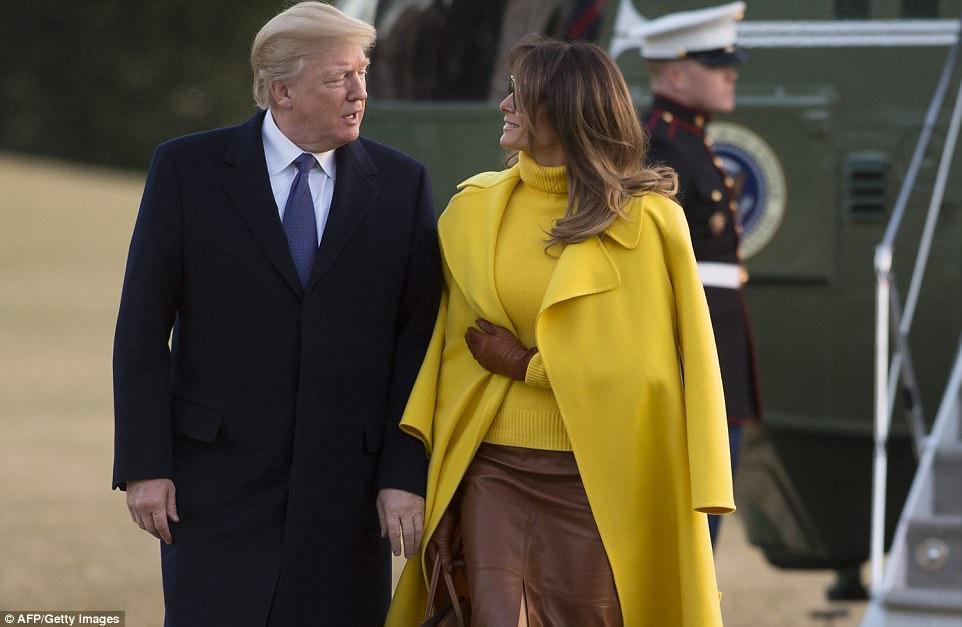 ميلانيا ترامب تنفض يد ترامب أمام العالم (10)