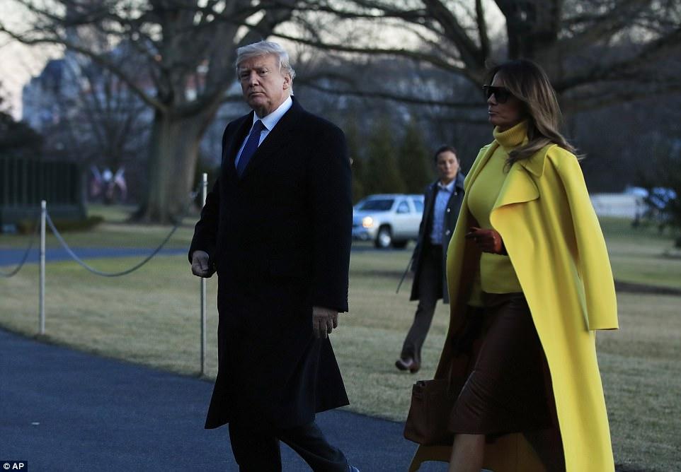 ميلانيا ترامب تنفض يد ترامب أمام العالم (11)