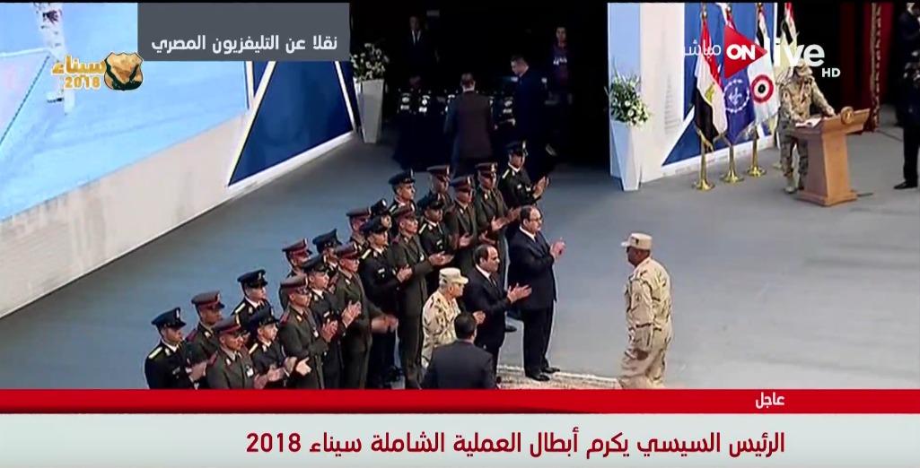 تكريم أحد مقاتلي العملية الشاملة سيناء