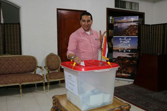 تزايد اعداد الناخبين على السفارة المصرية بالبحرين للادلاء بأصواتهم في اليوم الثالث والاخير لانتخابات الرئاسة (1)