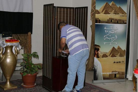 تزايد اعداد الناخبين على السفارة المصرية بالبحرين للادلاء بأصواتهم في اليوم الثالث والاخير لانتخابات الرئاسة (3)
