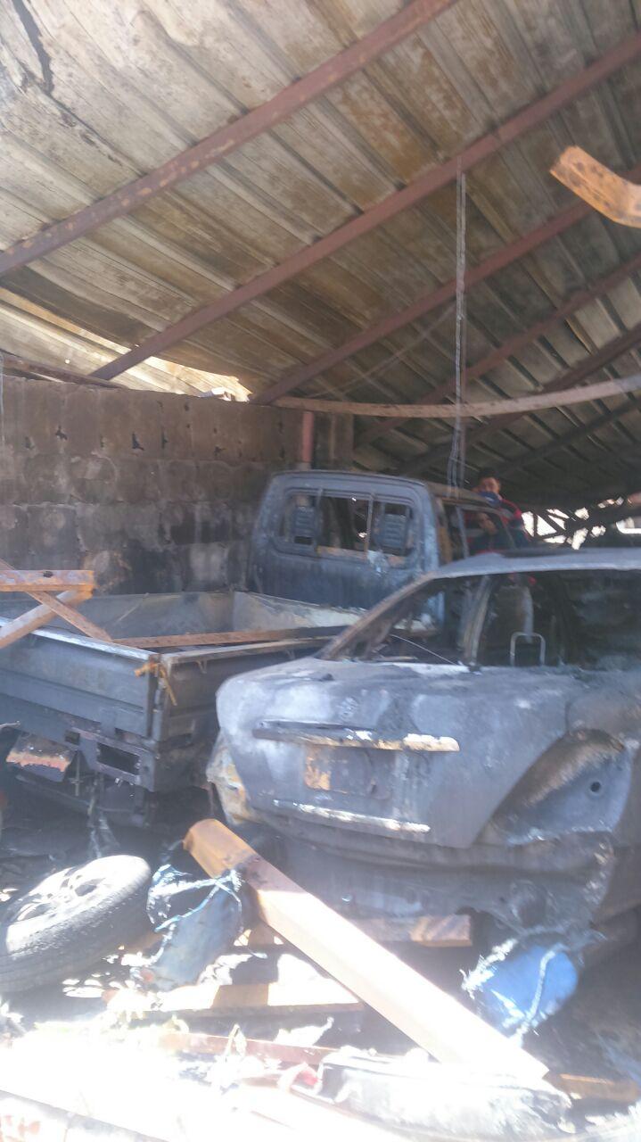 4- النيران تلتهم السيارات