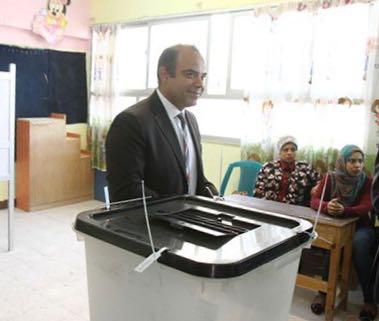 محمد فريد يدلى بصوته