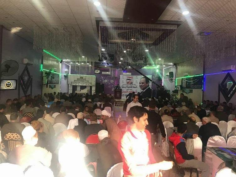 مسلم ومسيحى يد واحدة فى مؤتمر حاشد  لدعم السيسي بديرب نجم (3)
