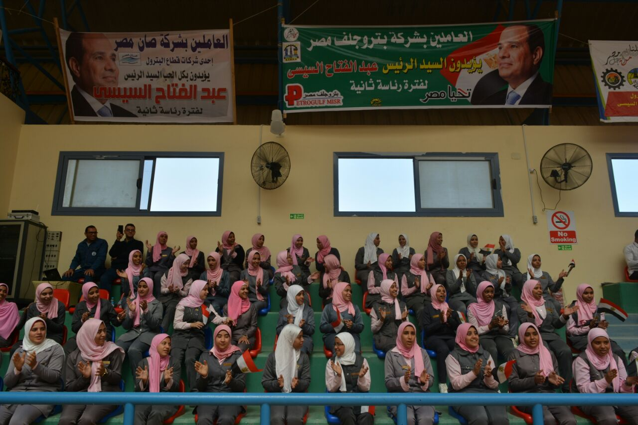 مؤتمر حاشد للقيادات العمالية والشعبية برأس غارب لدعم الرئيس السيسى  (4)