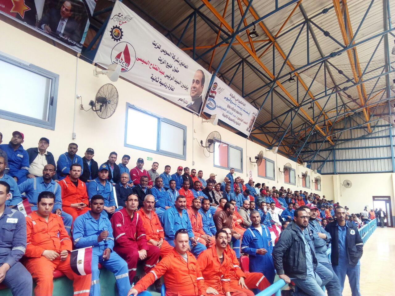 مؤتمر حاشد للقيادات العمالية والشعبية برأس غارب لدعم الرئيس السيسى  (3)