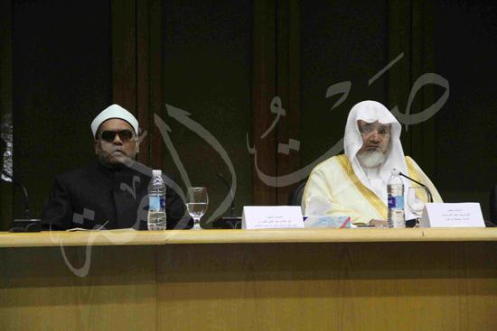 الدكتورمحمد المحرصاوى رئيس جامعة الأزهر خلال الجلسه الافتتاحيه (13)
