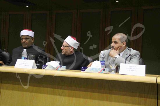 الدكتورمحمد المحرصاوى رئيس جامعة الأزهر خلال الجلسه الافتتاحيه (21)