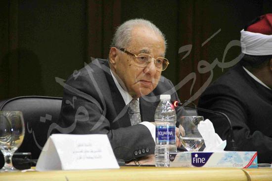 الدكتورمحمد المحرصاوى رئيس جامعة الأزهر خلال الجلسه الافتتاحيه (30)