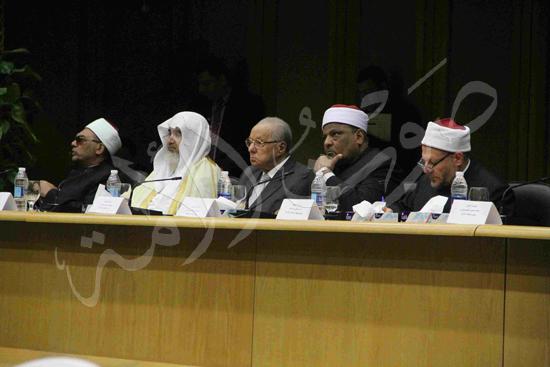 الدكتورمحمد المحرصاوى رئيس جامعة الأزهر خلال الجلسه الافتتاحيه (15)