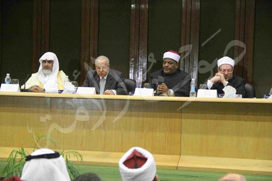 الدكتورمحمد المحرصاوى رئيس جامعة الأزهر خلال الجلسه الافتتاحيه (34)