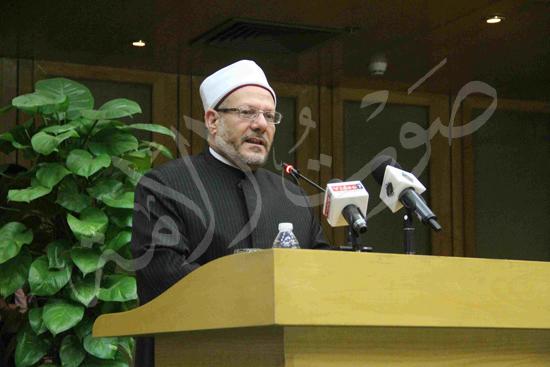 الدكتورمحمد المحرصاوى رئيس جامعة الأزهر خلال الجلسه الافتتاحيه (35)