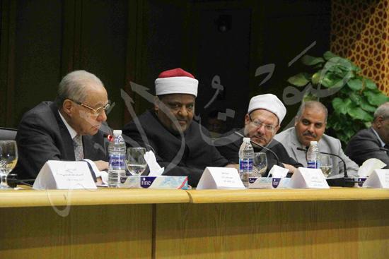 الدكتورمحمد المحرصاوى رئيس جامعة الأزهر خلال الجلسه الافتتاحيه (28)