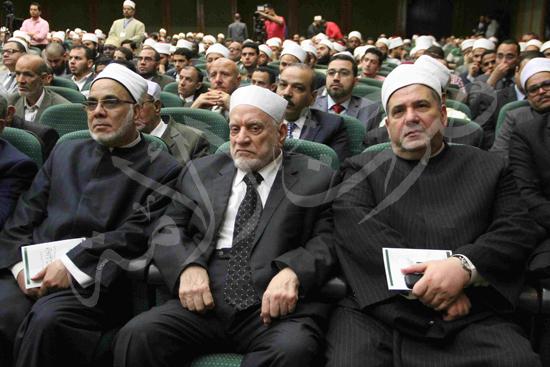 الدكتورمحمد المحرصاوى رئيس جامعة الأزهر خلال الجلسه الافتتاحيه (7)