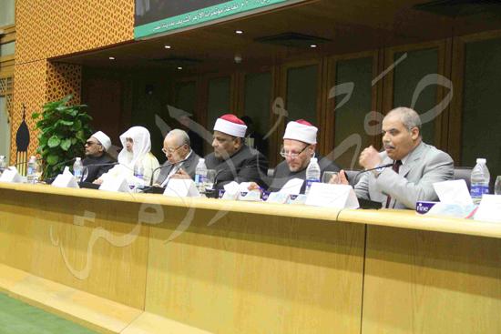 الدكتورمحمد المحرصاوى رئيس جامعة الأزهر خلال الجلسه الافتتاحيه (17)