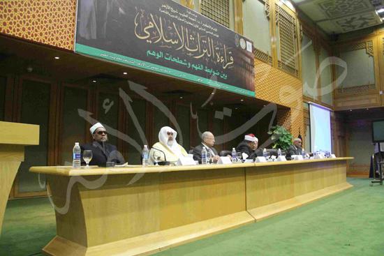 الدكتورمحمد المحرصاوى رئيس جامعة الأزهر خلال الجلسه الافتتاحيه (4)