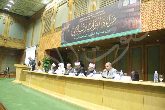 الدكتورمحمد المحرصاوى رئيس جامعة الأزهر خلال الجلسه الافتتاحيه (18)
