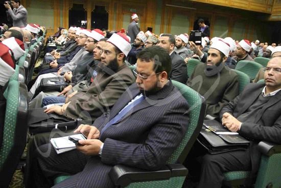 الدكتورمحمد المحرصاوى رئيس جامعة الأزهر خلال الجلسه الافتتاحيه (38)