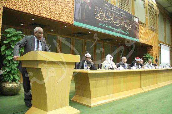 الدكتورمحمد المحرصاوى رئيس جامعة الأزهر خلال الجلسه الافتتاحيه (27)