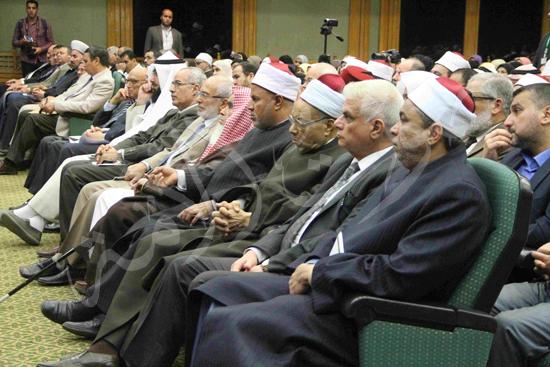 الدكتورمحمد المحرصاوى رئيس جامعة الأزهر خلال الجلسه الافتتاحيه (32)