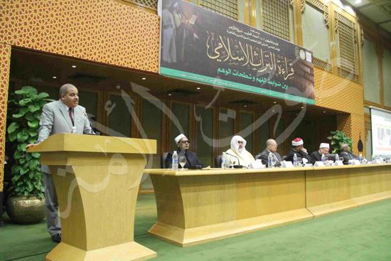 الدكتورمحمد المحرصاوى رئيس جامعة الأزهر خلال الجلسه الافتتاحيه (9)