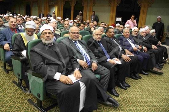 الدكتورمحمد المحرصاوى رئيس جامعة الأزهر خلال الجلسه الافتتاحيه (29)