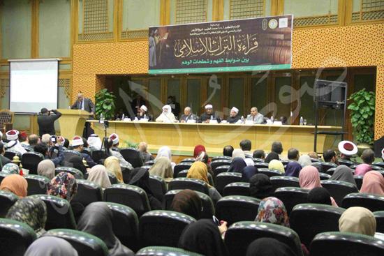 الدكتورمحمد المحرصاوى رئيس جامعة الأزهر خلال الجلسه الافتتاحيه (25)