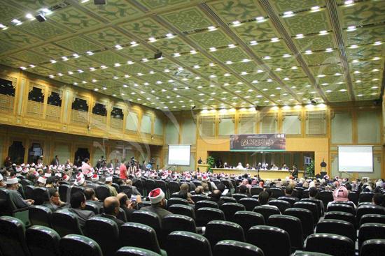 الدكتورمحمد المحرصاوى رئيس جامعة الأزهر خلال الجلسه الافتتاحيه (33)
