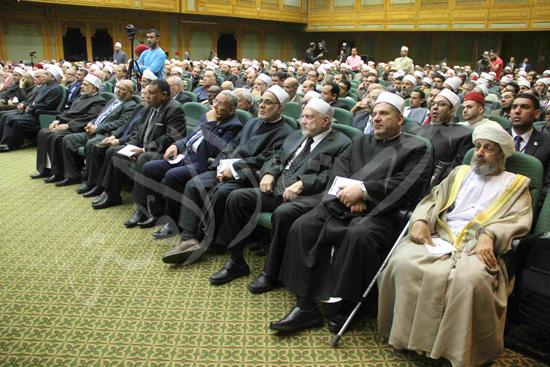 الدكتورمحمد المحرصاوى رئيس جامعة الأزهر خلال الجلسه الافتتاحيه (6)