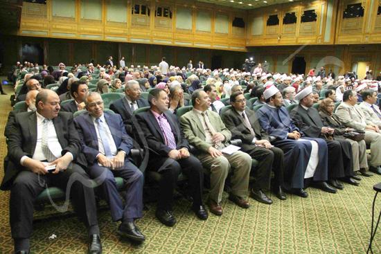 الدكتورمحمد المحرصاوى رئيس جامعة الأزهر خلال الجلسه الافتتاحيه (16)