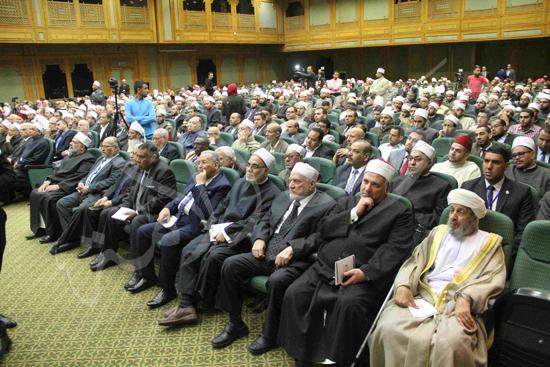 الدكتورمحمد المحرصاوى رئيس جامعة الأزهر خلال الجلسه الافتتاحيه (8)