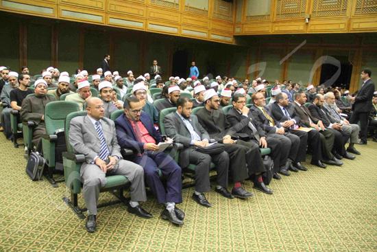 الدكتورمحمد المحرصاوى رئيس جامعة الأزهر خلال الجلسه الافتتاحيه (37)