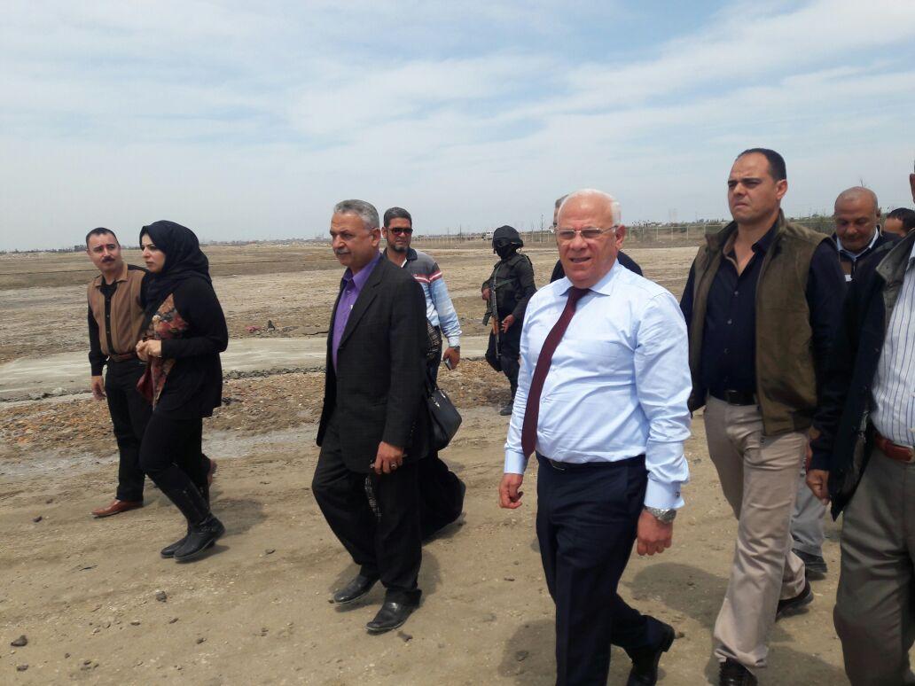 محافظ بورسعيد بالمدفن الصحى (1)