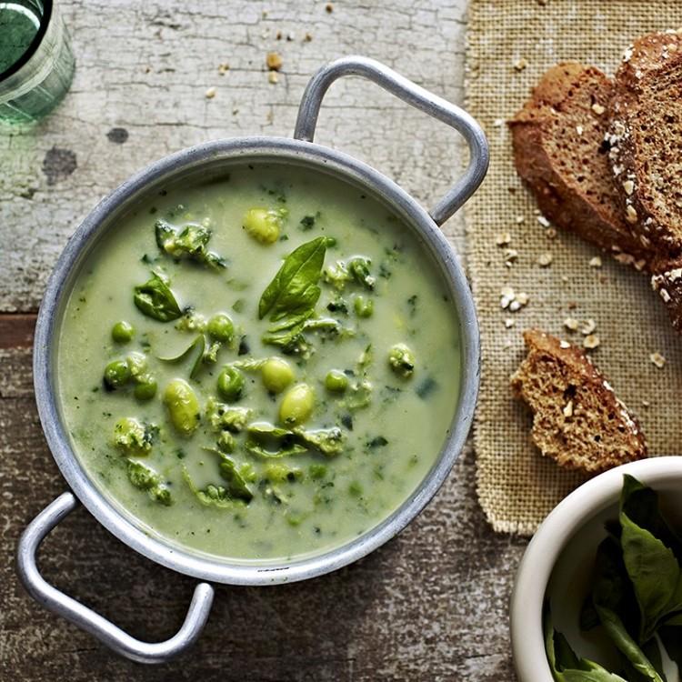 حساء فول الصويا مع الخضار