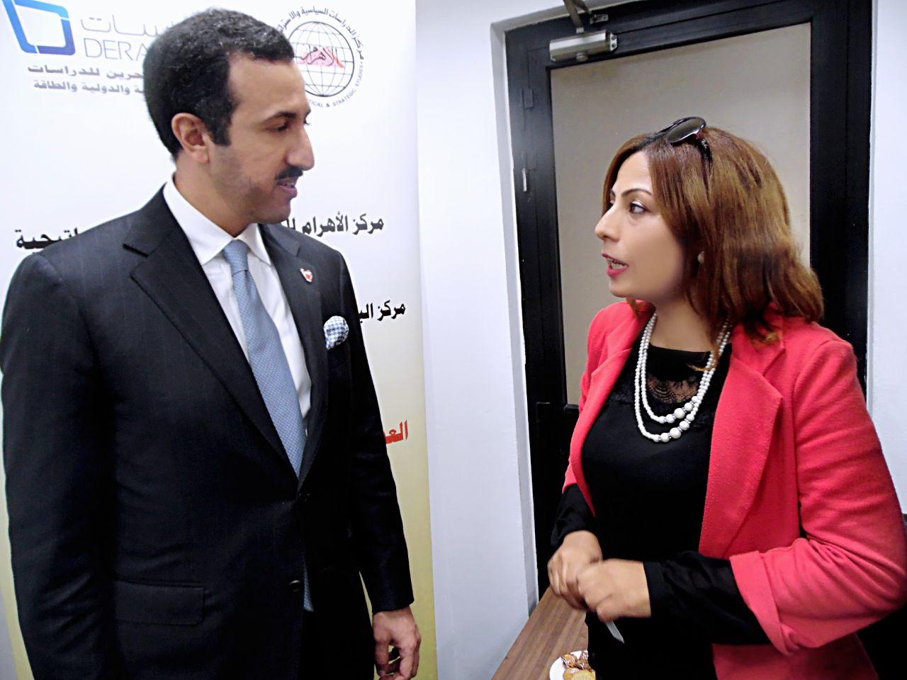 وكيل خارجية البحرين مع محررة صوت الأمة