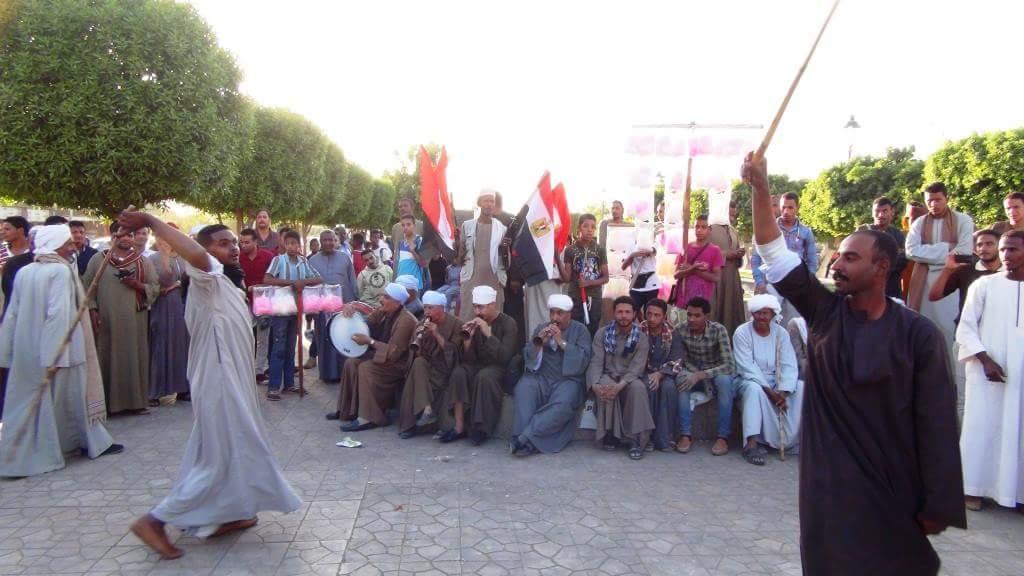 مزمار بلدي وتحطيب فى احتفالات أسوان بفوز السيسى فى الانتخابات  (4)