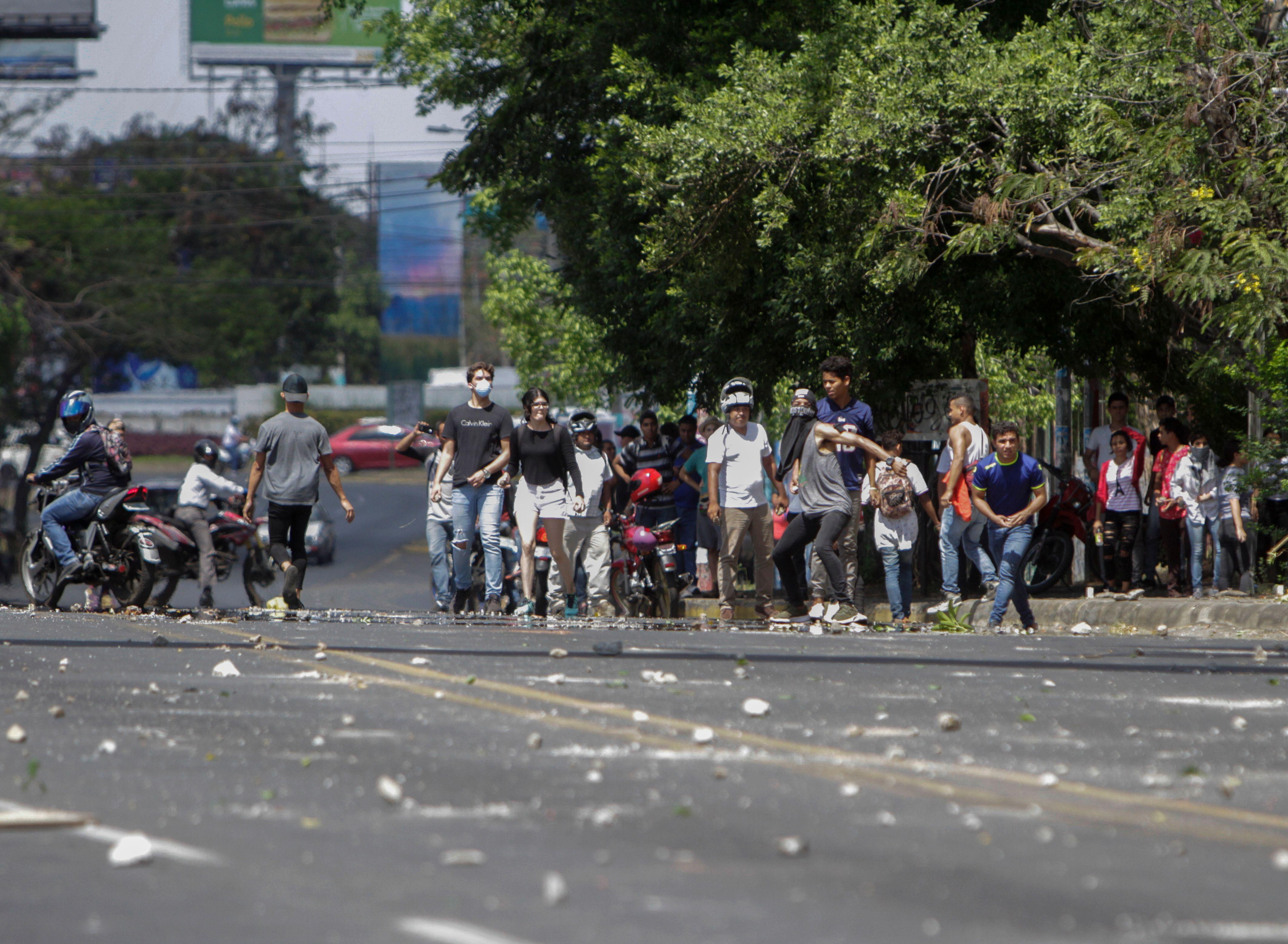 جانب من أعمال العنف خلال الاشتباكات