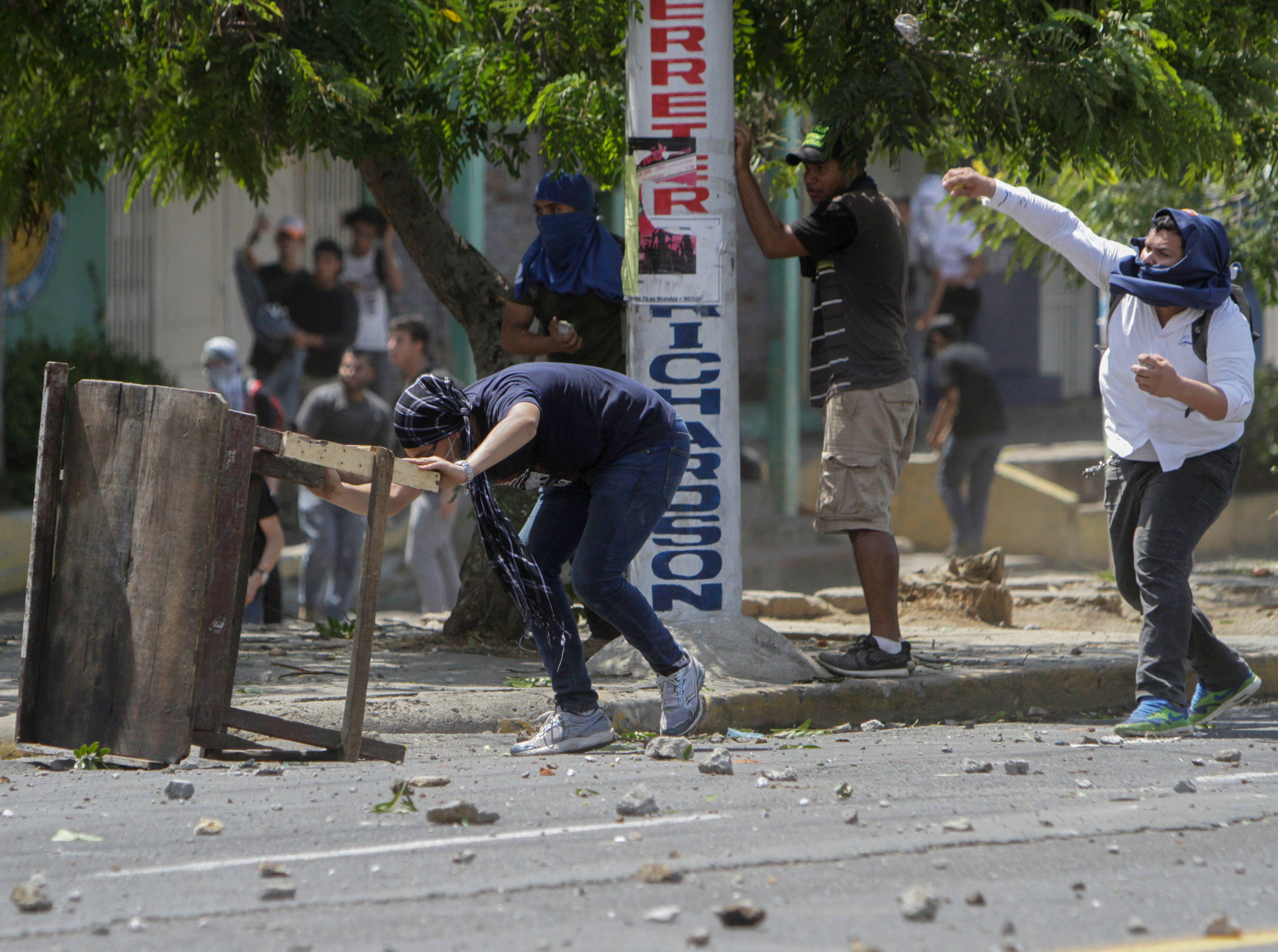 جانب من الاشتباكات وأعمال العنف