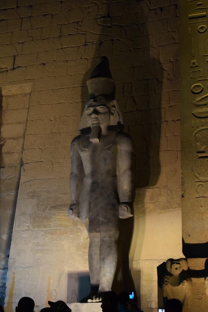 تمثال جديد للملك رمسيس يعود لواجهة معبد الأقصر (1)